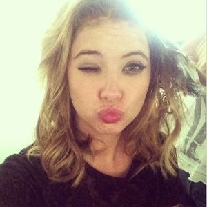 Ashley Benson se moque d'Amanda Bynes