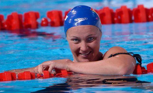 La nadadora en el agua