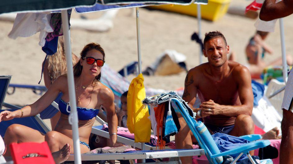 Ilary e Totti: amore sotto l'ombrellone