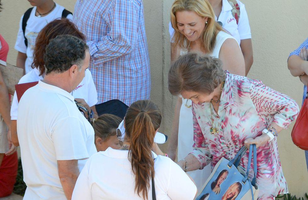 El bolso hortera (pero muy familiar) de la reina Sofía