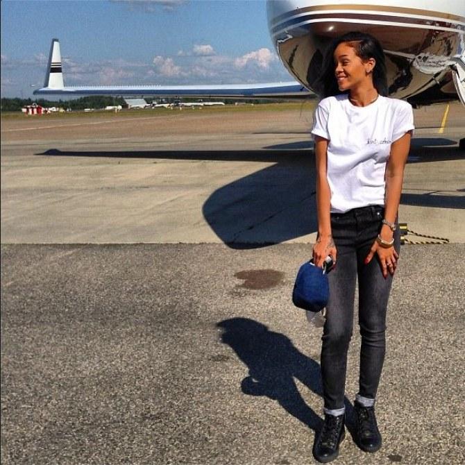 Rihanna dans un look très simple