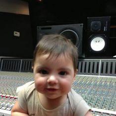 Shakira se lleva a su hijo Milan al estudio de grabación
