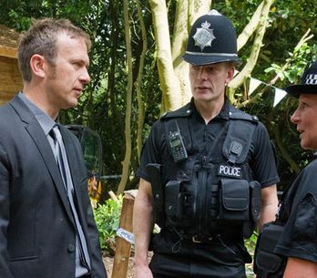 Emmerdale 14/08 - Declan gets a visit from the police