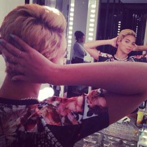 Beyoncé mit kurzen Haaren