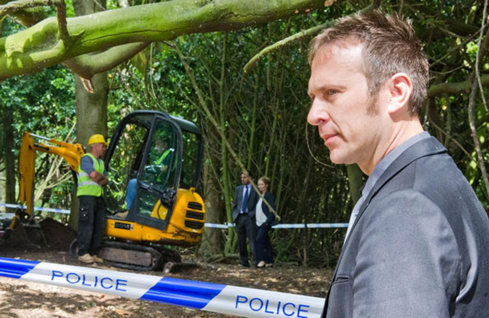 Emmerdale 20/08 - The police find a body at the festival site