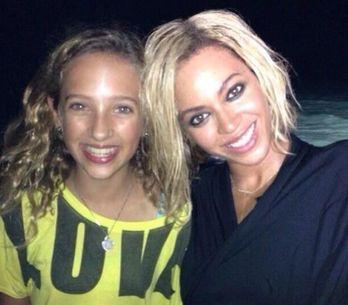 Beyoncé : Elle s'essaie au carré plongeant (Photos)