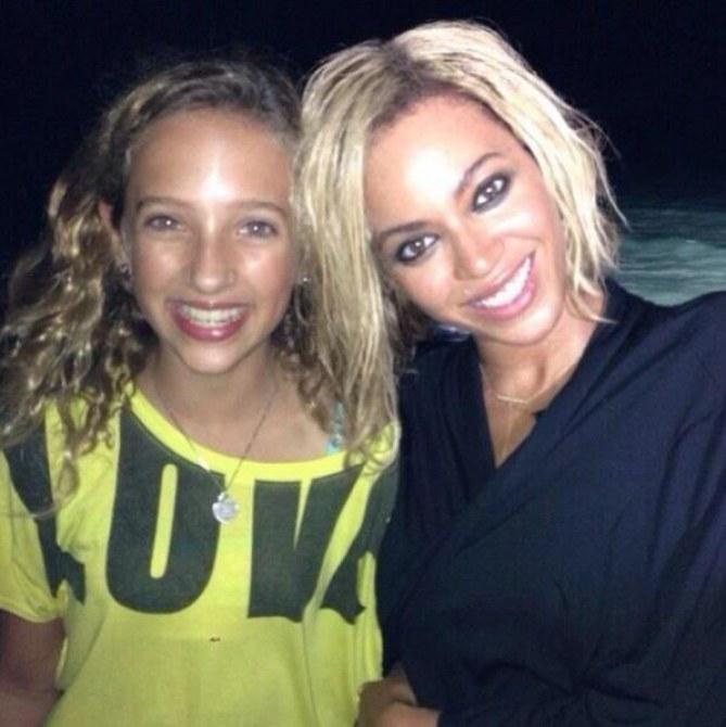 Beyoncé Knowles avec un carré plongeant