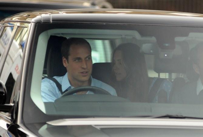 Le prince William à la sortie de la clinique