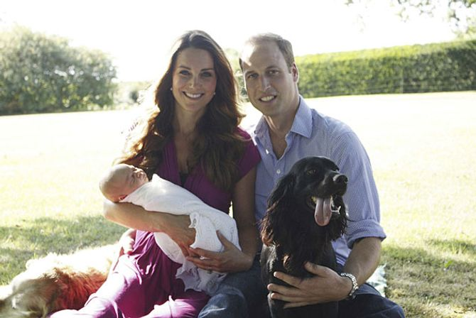 Los Duques de Cambridge junto a su hijo y su perro