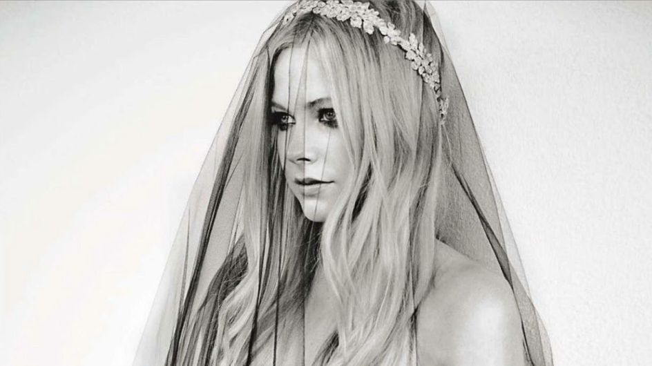 Avril Lavigne : Vamp gothique dans le Glamour Italie