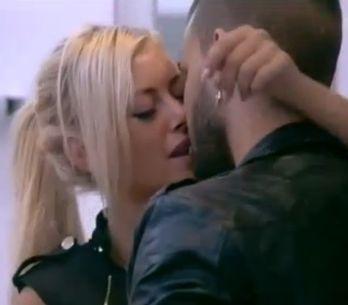 Secret Story 7 : Vincent et Stéphanie, le baiser (vidéo)