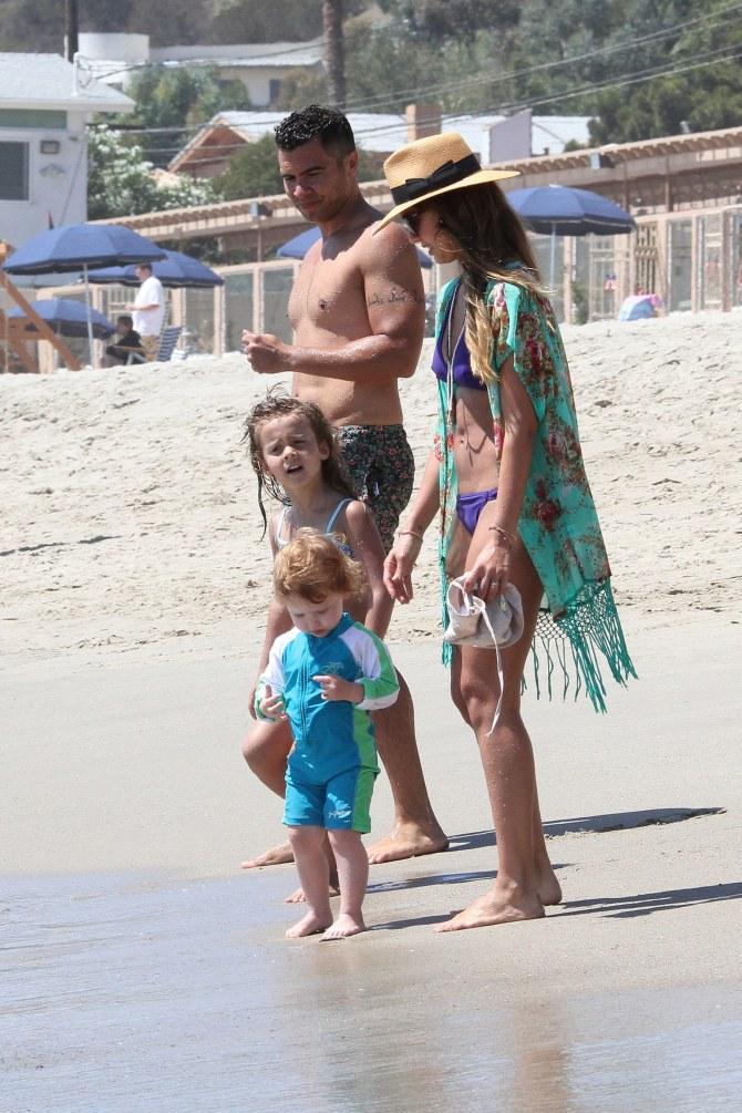 Jessica Alba con il marito e le figlie