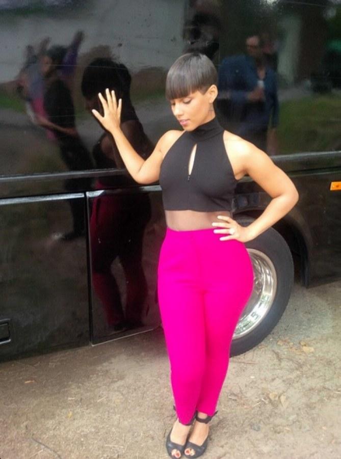 Alicia Keys coupe au bol