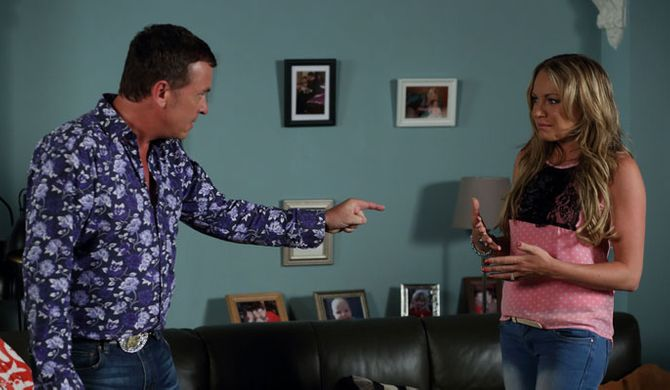 Alfie tells Roxy, Ronnie's not allowed in their house