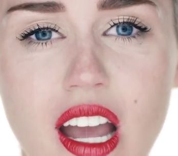Miley Cyrus : Nue dans son nouveau clip Wrecking Ball (video)