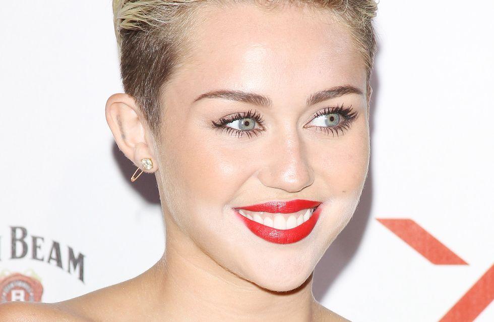 Miley Cyrus : Elle oublie (encore) son pantalon