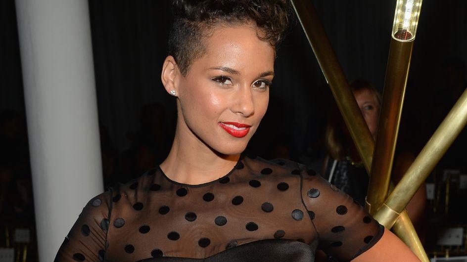 Alicia Keys : Après la coupe au bol, la coupe choucroute ! (Photo)