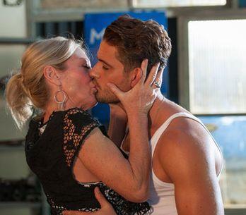 Hollyoaks 25/09 - Frankie and Ziggy kiss!