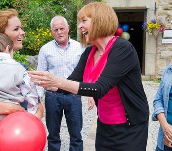 Emmerdale 24/09 - Amy and Val's behaviour concerns Pollard