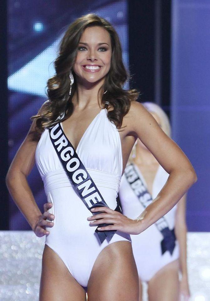 Marine Lorphelin en maillot élection Miss France