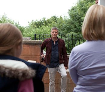 Hollyoaks 04/10 – Danny's wife and daughter arrive in the village