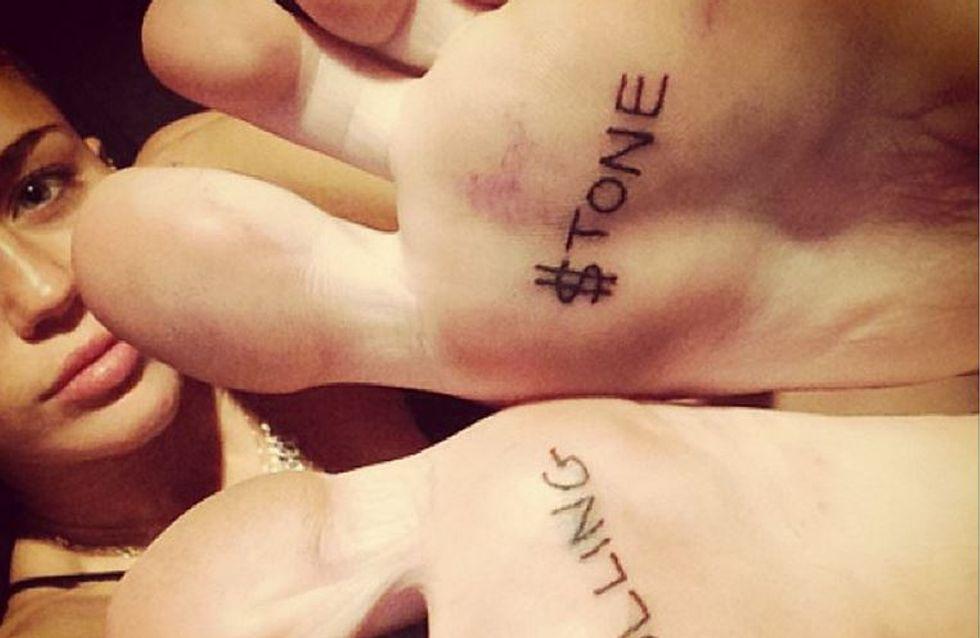 Miley Cyrus : Un nouveau tatouage pour la chanteuse ! (Photos)