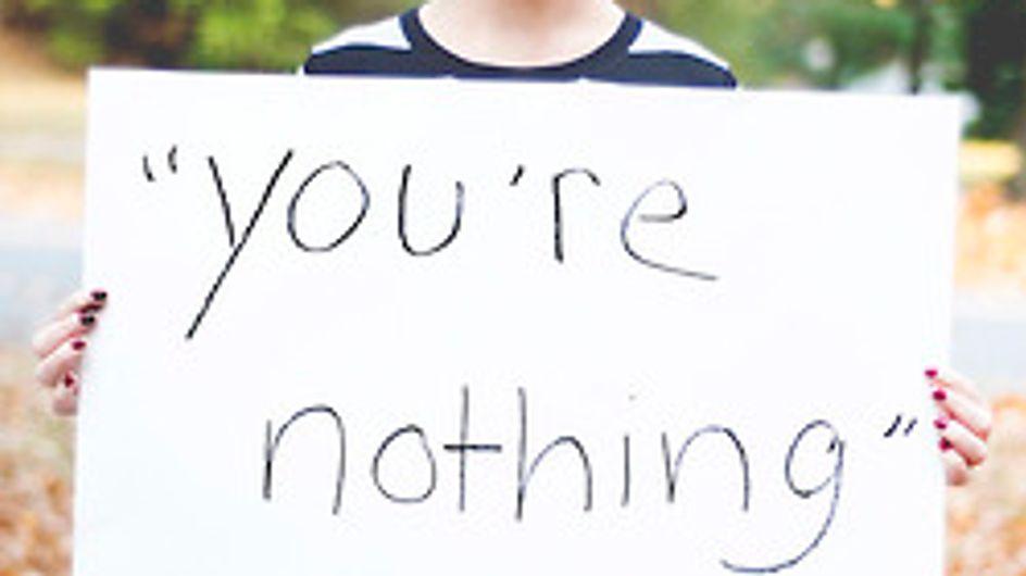 Viol : Elles posent avec les mots de leur agresseur (photos)