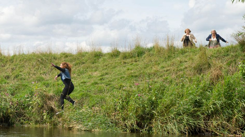 Emmerdale 08/10 - Amy panics as Kyle falls into the river