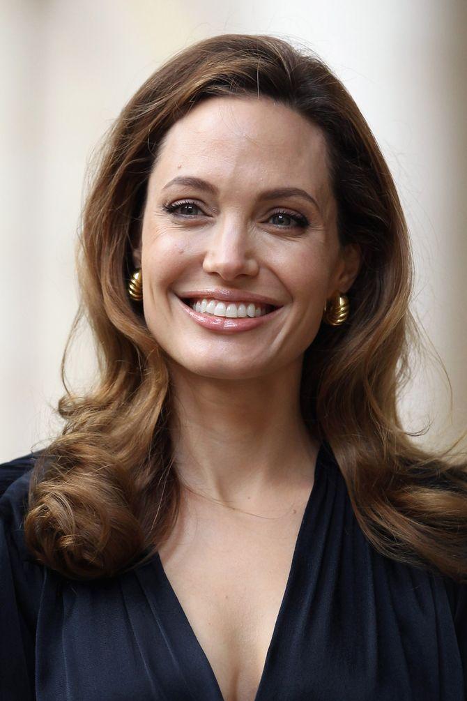 Angelina Jolie, victime d'une rumeur macabre sur Facebook