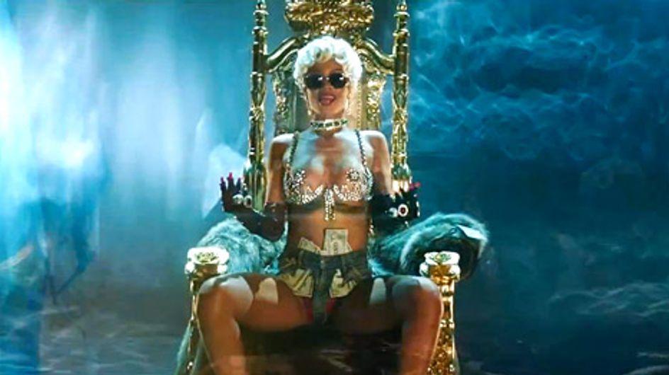 """Rihanna : Un twerk déchaîné pour son nouveau clip """"Pour it up"""" (Vidéo)"""