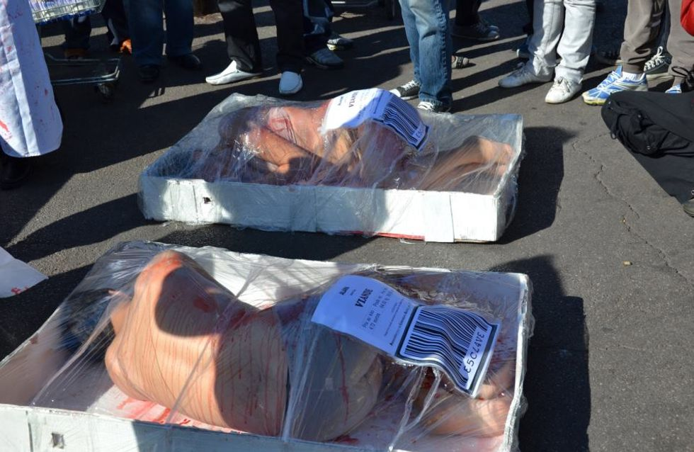 Animaux : Une campagne choc pour dénoncer la consommation de viande (Photos)