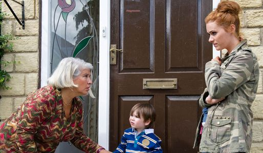 Joanie tells Amy she's got no hope of getting Kyle back