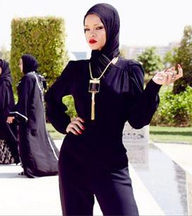 Rihanna : Voilée devant une mosquée (Photos)