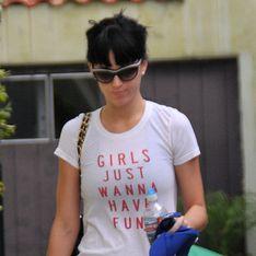 Katy Perry : Sur les genoux de Robert Pattinson pour une séance de karaoké alcoolisée (vidéo)