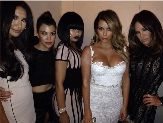 Kim Kardashian très décolletée