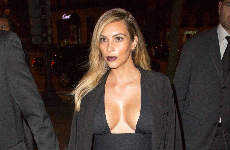 Kim Kardashian : Tous seins dehors pour son anniversaire (photos)