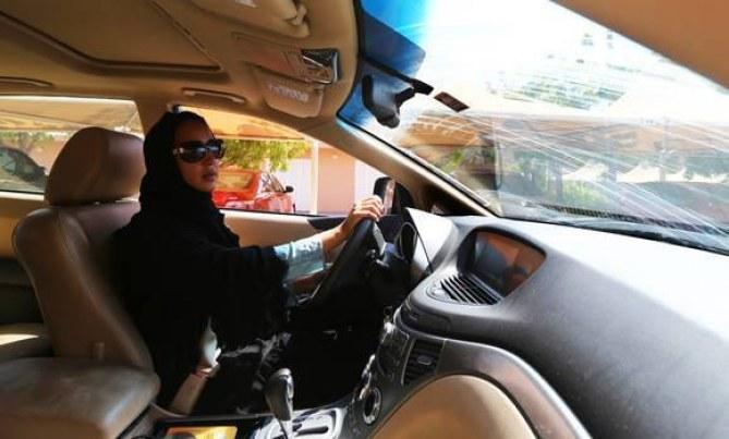 Cette femme a défié les autorité en prenant le volant