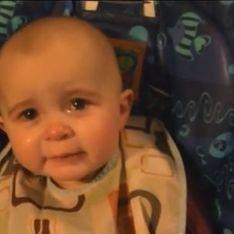 Un bébé ému aux larmes en écoutant sa maman chanter (Vidéo)