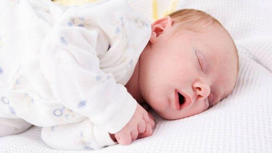 Envolver a los bebés en mantitas puede perjudicar el desarrollo natural de sus caderas