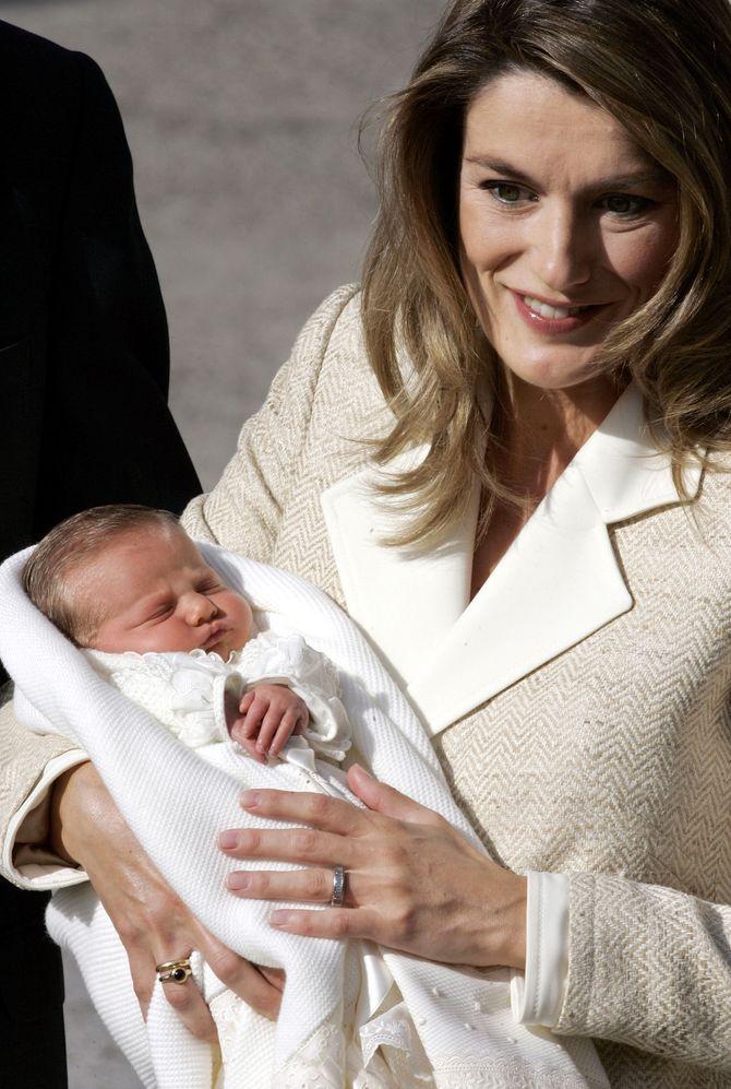 La princesa Letizia presenta a su hija Leonor