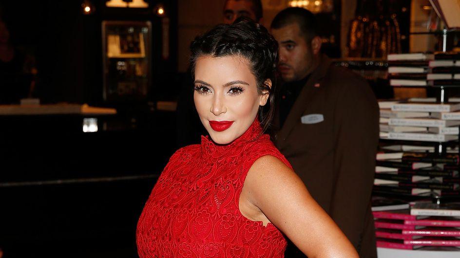 """Kim Kardashian : Sa réponse à ceux qui l'ont traitée de """"grosse"""" (Vidéo)"""