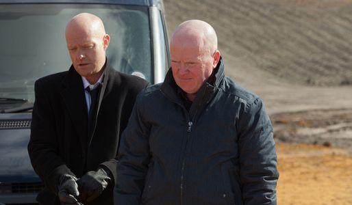 Max and Phil go to retrieve Ian