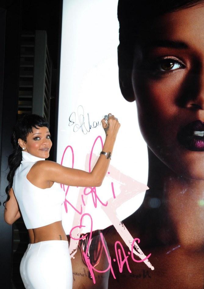 Rihanna pour MAC