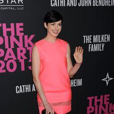 Anne Hathaway: Versteckt sie einen Babybauch?