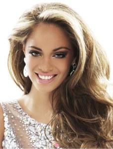 Hinarani de Longeaux concoure pour Miss Univers