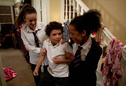Grace asks Faye to help her to bully Simon