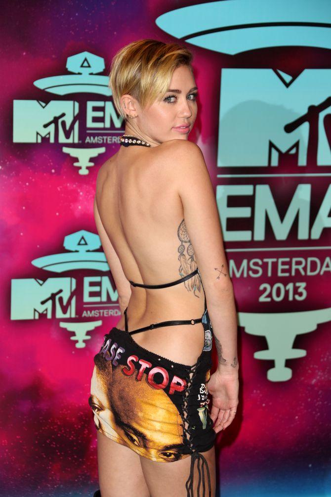 Miley, tan provocativa como siempre, al llegar a los MTV EMA.