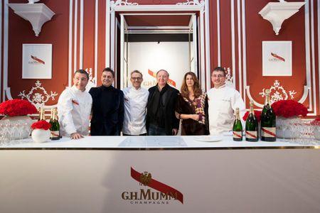 Los cocineros juntos con sus anfitriones de honor: Pepe Ribargorda, Ana García Siñeriz y José CARLOS cAPEL