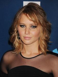 Jennifer Lawrence : Elle réconforte une fan sur le tapis rouge