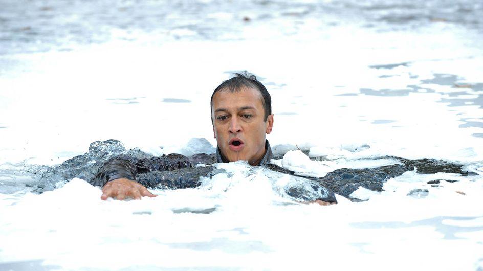 Emmerdale 29/11 – Jai falls through thin ice
